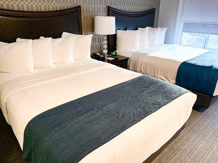 Spacious Two bedroom/2bathroom suite-sleeps 6