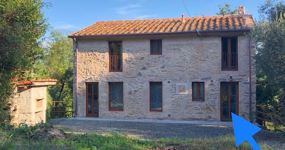Honeymooners Cottage in Lucca Countryside