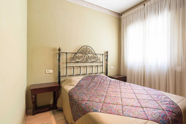 Villa Jarama Lujo - Single Double Bedroom
