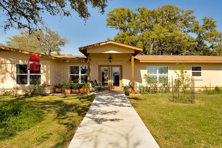Amici BnB- All 6 rooms - Dripping Springs