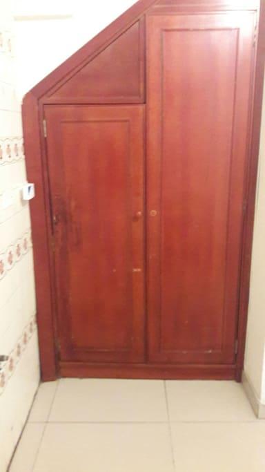 closeth o mueble para la ropa, afuera de la habitacion