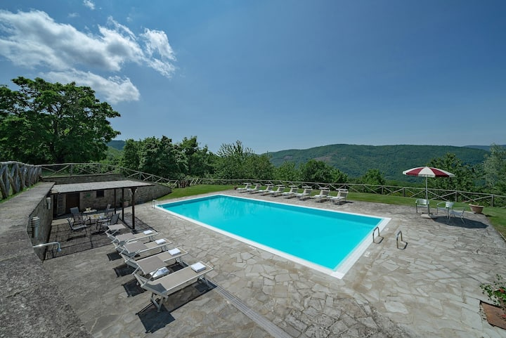 Wonderful stone villa for 12 people with Pool