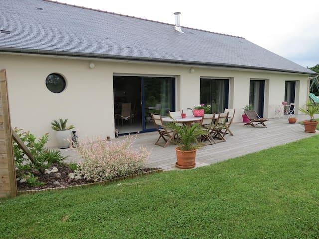Maison familiale avec jardin à 5 min de Dinard - Pleurtuit - Rumah