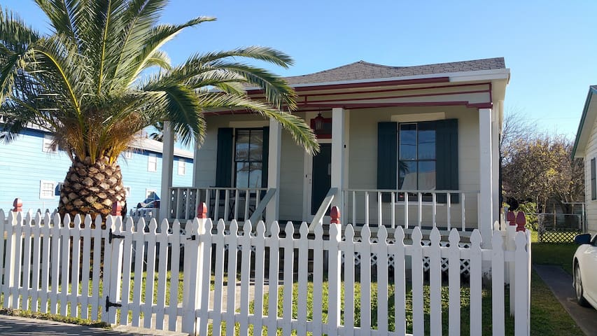 Cozy Bungalow by the beach - Galveston - Talo