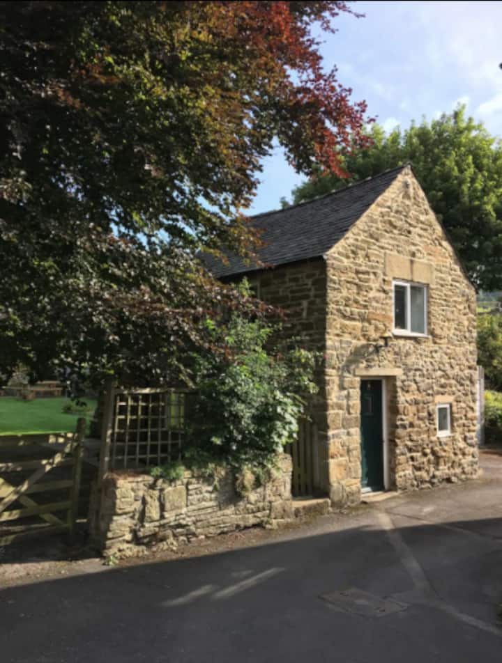 Cosy Peak District cottage in historic Eyam