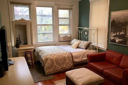 Cozy bright & sunny studio in heart of Brighton - Boston