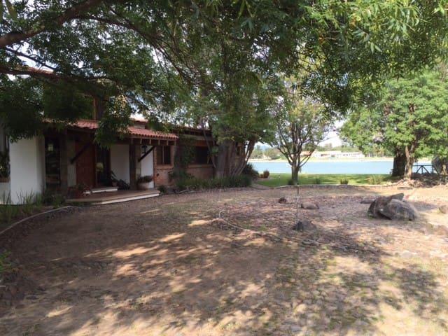 Lake house on island San Gil - San Juan del Rio - Casa