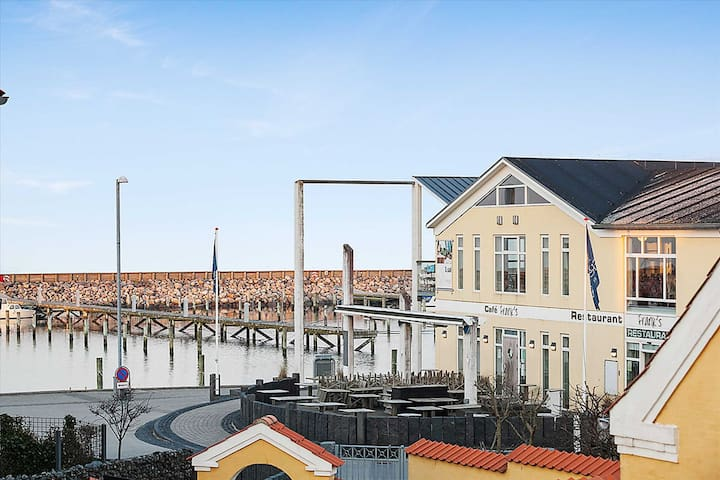 Nyrenoveret lejlighed ved Sæby havn.
