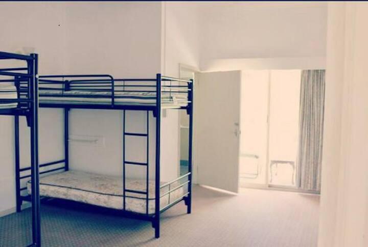 SJ Hostel En-suite Room for 4