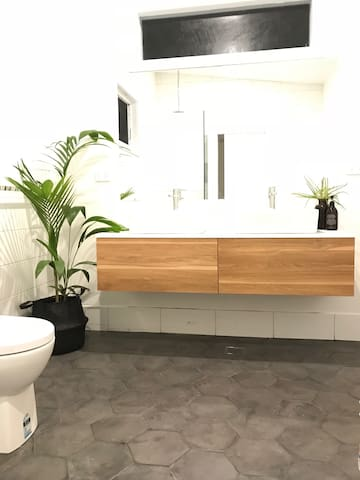 Double basins in large bedroom ensuite style retreat