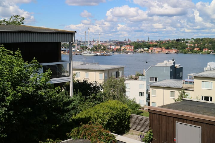 Townhouse with a view, 5 minutes from Södermalm