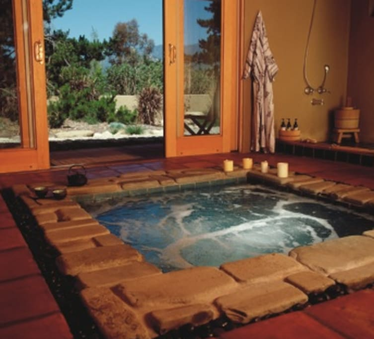 Japanese bath (HOT TUB), perfect for relaxing after a nice surf at Rincon point!