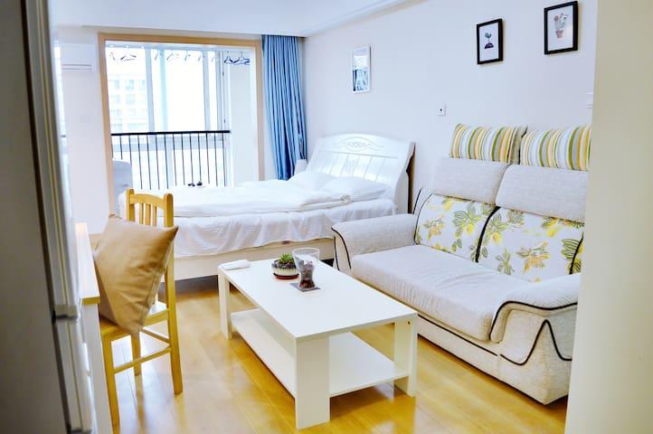 福星乐HOTEL北欧印象大床房 - Wuxi - Apartament