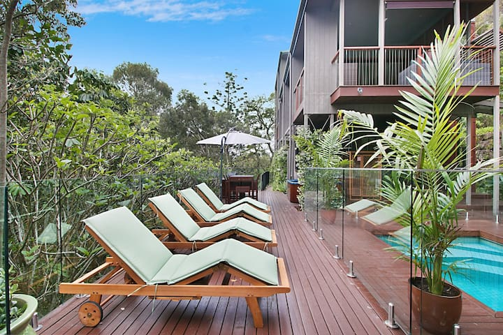 Unique Beachside Luxury Tree Retreat in Currumbin