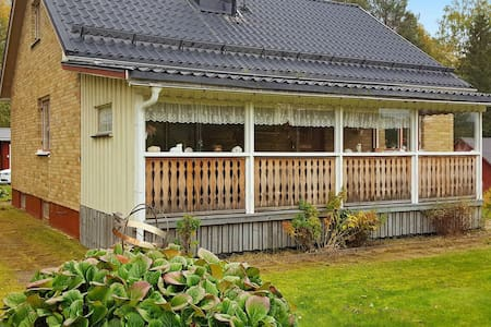 6 person holiday home in HÖLJES