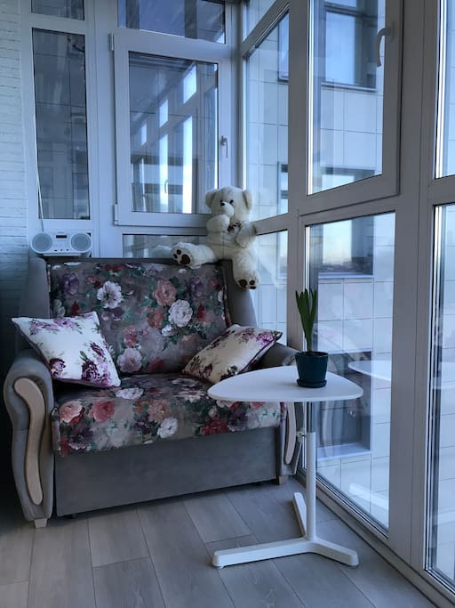 Обратная сторона балкона с одноместным спальным местом