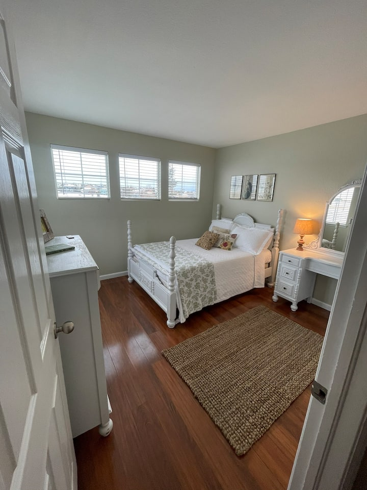 Quiet, two bedroom, 1.5 bath stay with a view!
