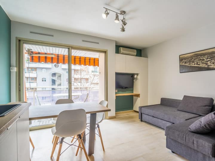 Sunny flat w/ parking and swimming-pool in Juan-les-Pins center - Welkeys