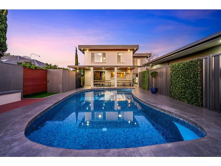 Style, sophistication & charm this home has it all