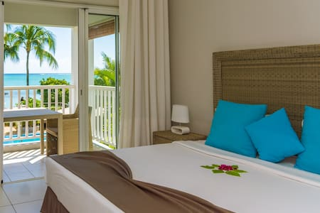 Our modern sea view rooms overlooks the beautiful Indian Ocean