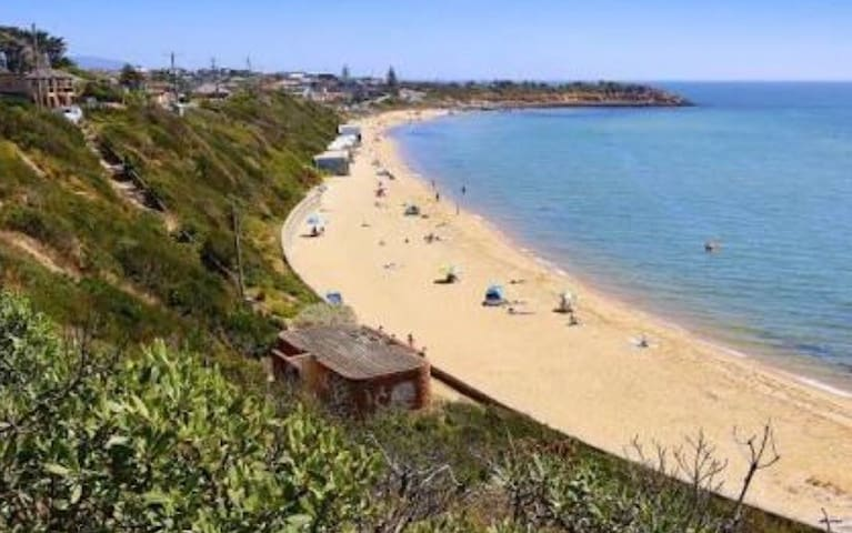 Mornington beachside location