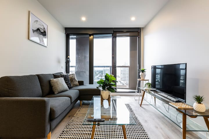 *SOUTHBANK Brand New Waterview Apartment!
