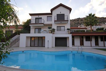 Villa Calluna Guest Rooms - Germasogeia - Villa