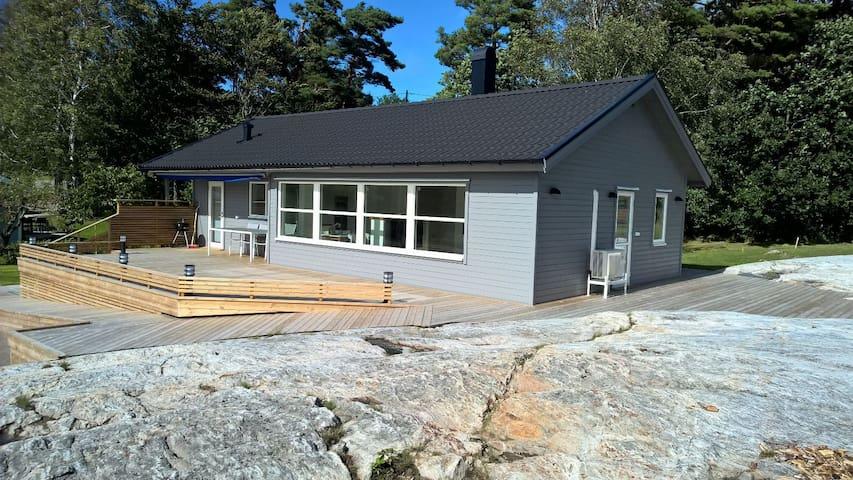 Newly renovated archipelago house by the sea - Uddevalla V - House