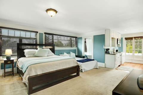 LUXURIOUS PRIVATE STUDIO in the heart of SD.