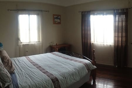 1 Large Room with Charm - Kedron