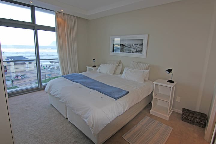 Main bedroom with a view of the ocean. Comfy cotton sheets and plenty of wardrobe space.