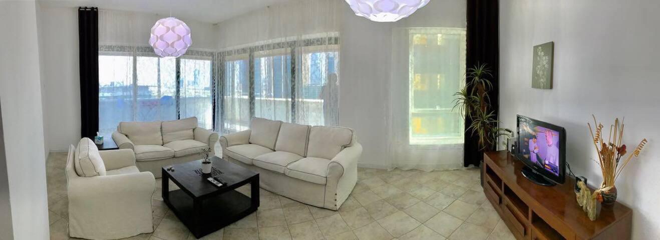 Lovely master bedroom, Dubai Mall & DIFC