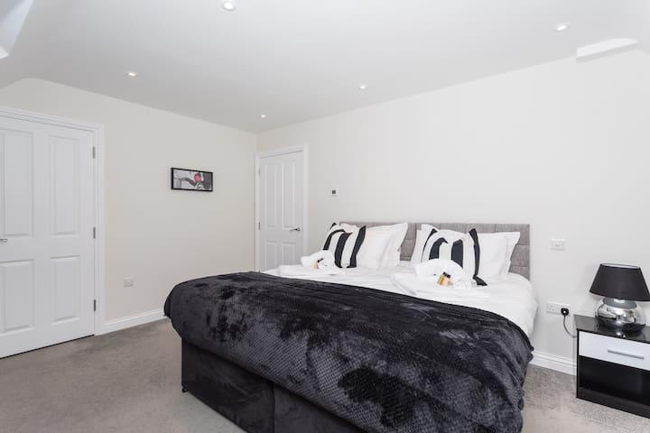 ❤Garland Penthouse- Large 2 bed 2 bath penthouse apartment
