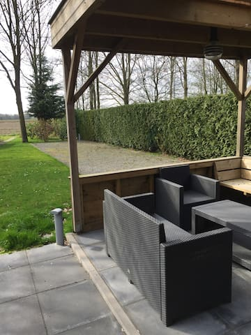 Rustige woning bij Nijmegen - Ewijk - House