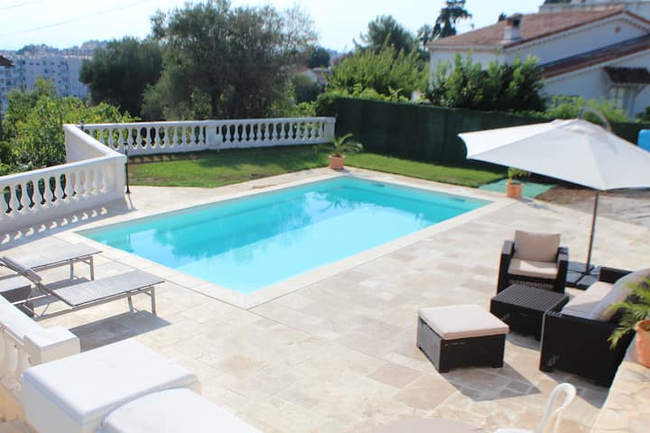 Villa Antibes with  private swimming pool sea view