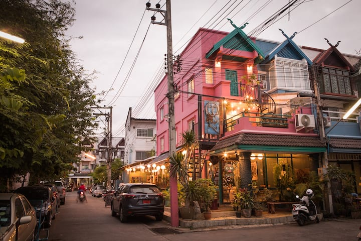 My Secret Cafe's Flat In Town