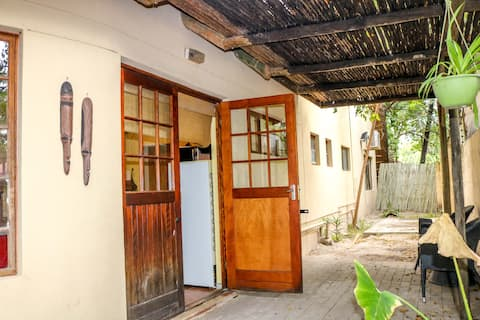 Thatched cottage surrounded by nature 10mins - CBD