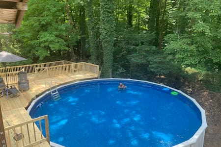 Seven Springs Cabin - private pool & hot tub