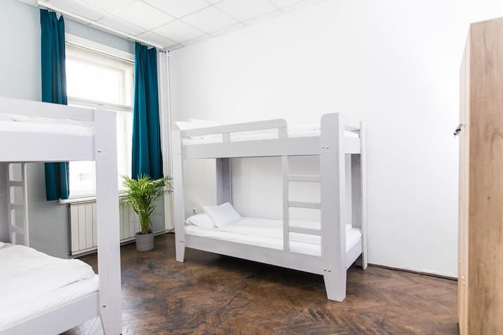 2B Hostel &Rooms - 2Beds in 4 Beds Dormitory