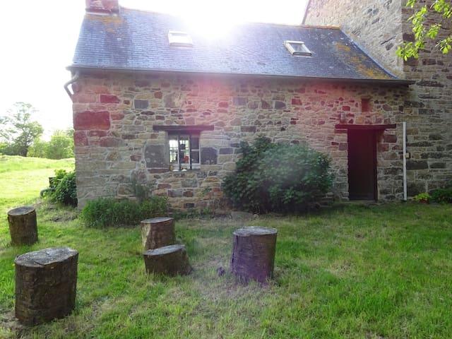 Petite maison rustique dans le Finistère