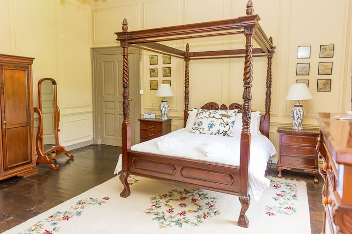 Four Poster Double Bedroom in Georgian Manor House, Quantock Hills