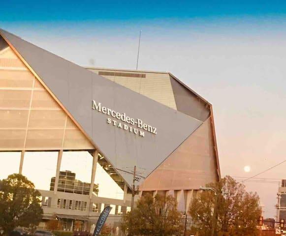 Mercedes Benz Stadium Suite#1 w/FREE PARKING!!