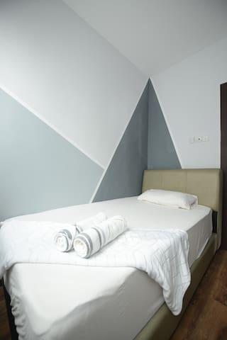 3rd bedroom - this is a comfotable super single bedroom.