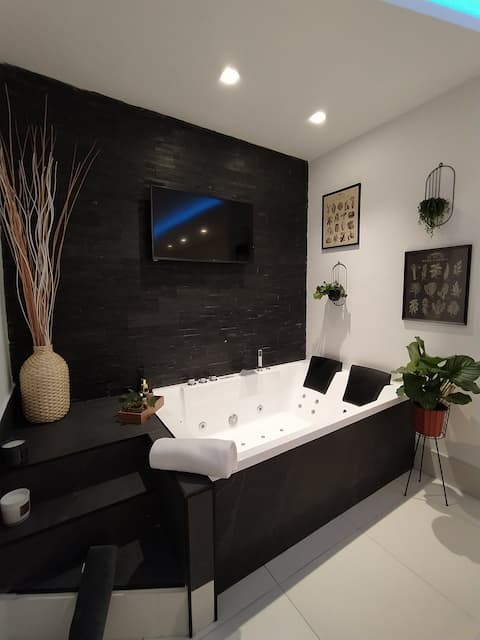 Chic open space with XL Jacuzzi in Trastevere