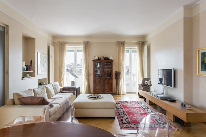 CHARMING FLAT WITH VIEW ON CITY CENTER