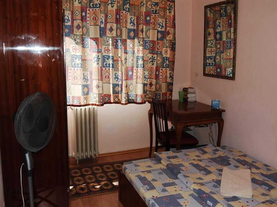 Single Bed Rooms For Rent