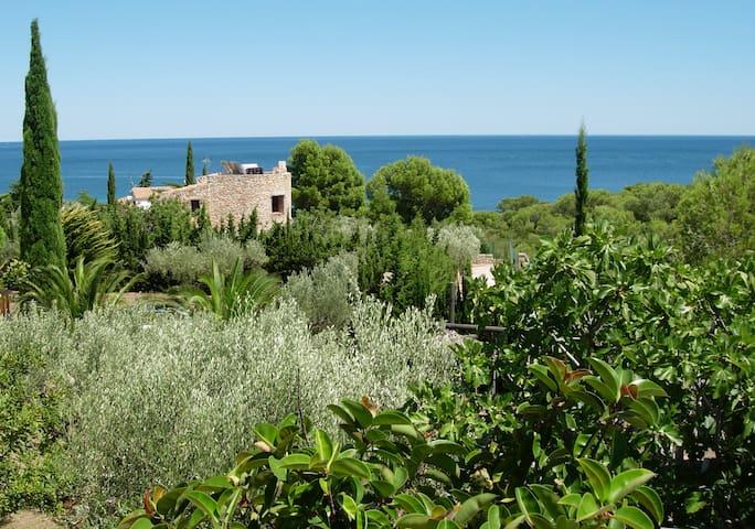 Stone built villa 150m from the beach