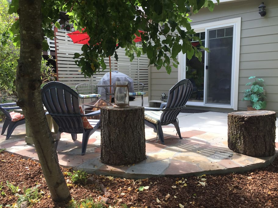 Your own private outdoor patio with wood fire pit. Enjoy a cozy night outside with a warm fire (when weather and fire watch warnings are permitted)