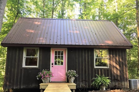 "Verde Grove Cabins - ""Oink"""