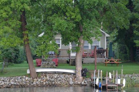 Waterfront Escape with Boat Slip - Ticonderoga - Srub